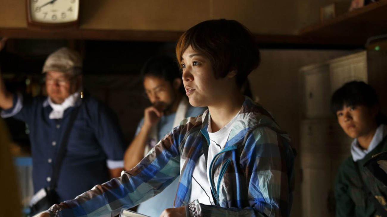 Director Yuko Hakota directing a scene in her film, Blue Hour.